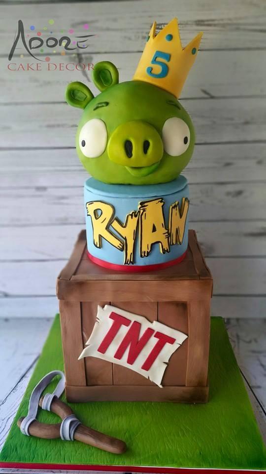 Evil Pig Cake - Angry Birds Cakes