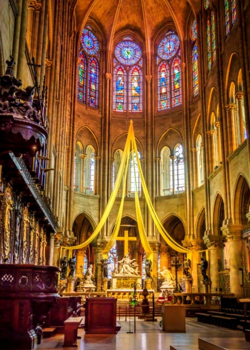 inside notre dame cathedral cross